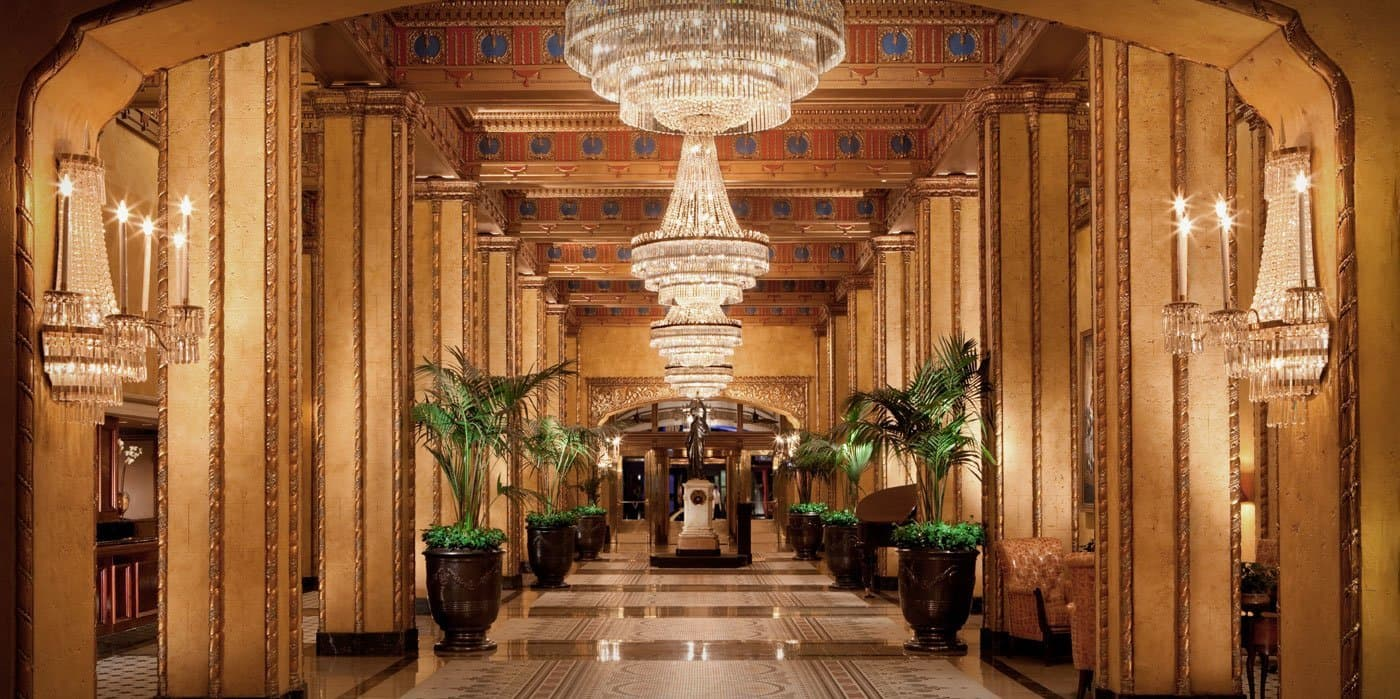 Located In The Central Business District Roosevelt New Orleans Is A Five Star Hotel That Boasts Rooftop Pool Waldorf Astoria Spa And Legendary